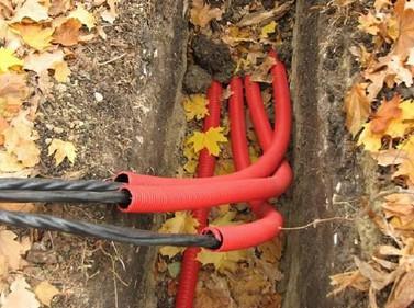 специальная труба для укладки кабеля в землю