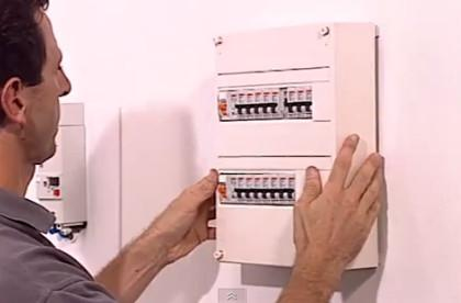 электрический щит с автоматами защиты