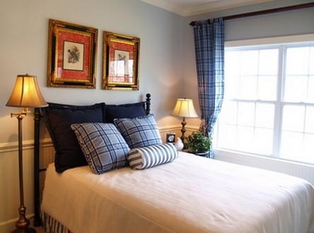 Оживить цвета в интерьере спальной комнаты можно с помощью освещения