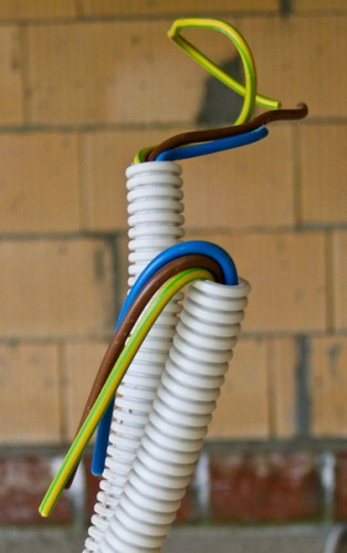 Монтаж электропроводки в гофрированной трубе своими руками