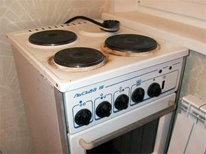 Четырехконфорочная плита с духовым шкафом
