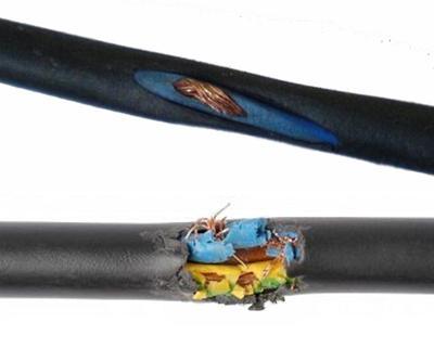 Повреждение изоляции кабеля в процессе монтажа