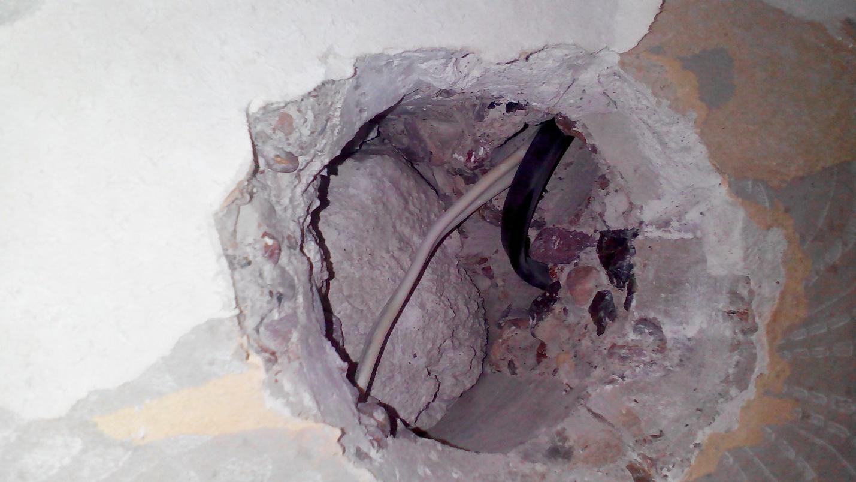 Как сделать чтобы розетка не вываливалась из стены панельного дома