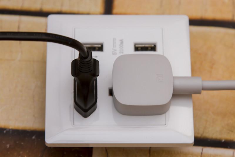Розетка универсальная для вилок всех типов и двумя USB разъемами