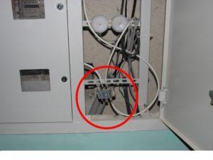 Подсоединение телевизионного кабеля в подъездном щитке
