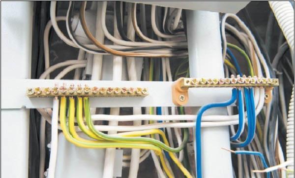 Подключение проводов на колодки с зажимными болтами