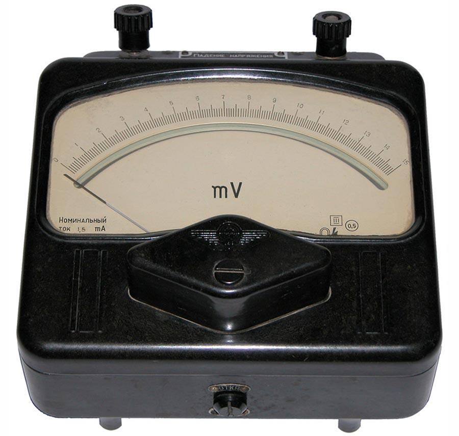Милливольтметр внешне похож на вольтметр