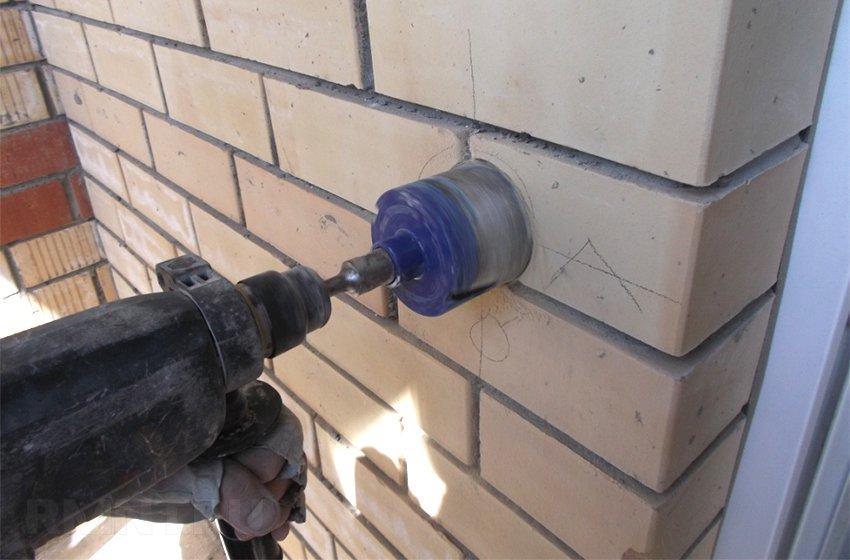 Пример сверления кирпичной стены