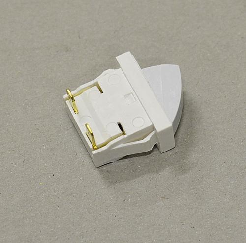 Выключатель рычажного типа, применяющийся в большинстве современных моделей холодильников известных марок