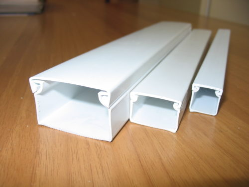 Укладка провода при переносе розеток в кабель-канал - один из безопасных способов