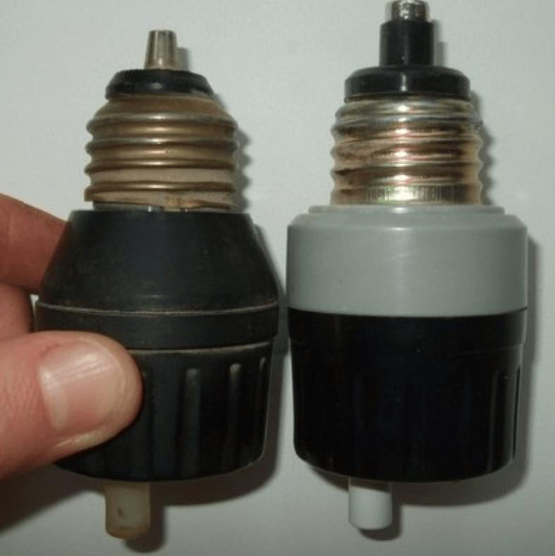 Пробки, устанавливающиеся в старых электрических счетчиках производства еще советских времен