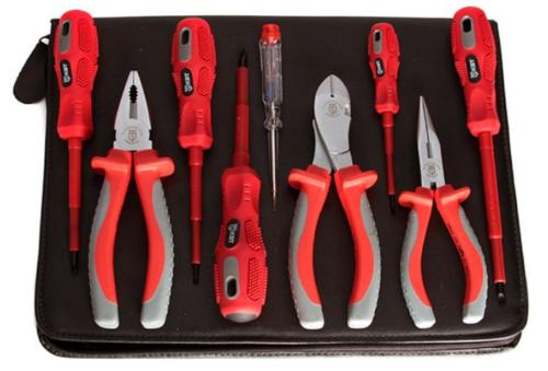 Инструмент, применяемый при выполнении электромонтажных работ, должен быть надежно заизолирован