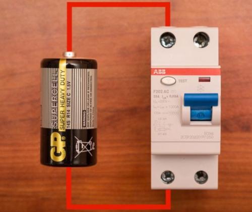 Проверка защитного устройства с использованием элемента питания в домашних условиях
