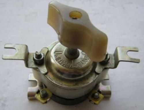 Пакетный выключатель на 16 А модели ВП 2-16 отличается небольшими габаритами