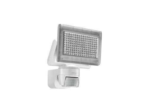 Светодиодный прожектор с датчиком движения - наиболее экономичный вариант организации освещения.